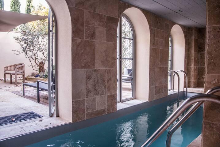 Maison luxe piscine chauffée centre - Avignon - Rumah