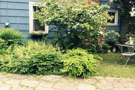 Cozy Cape in the Heart of Southern Berkshires - Great Barrington - Casa