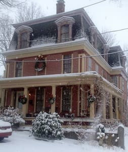 Historic Bed & Breakfast Downtown - Worcester - Dům