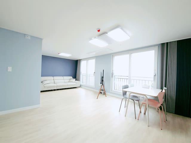 깨끗한 침구류/ 취사가능한 주방/ 넓은거실 - 군산 새만금 콘도형 호텔 (902호)