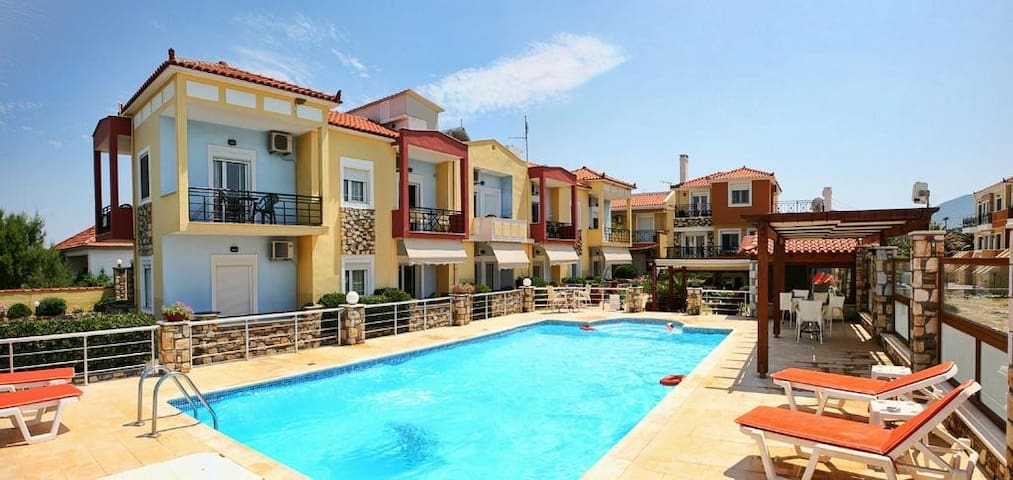 Gera Bay's seafront apartment with pool