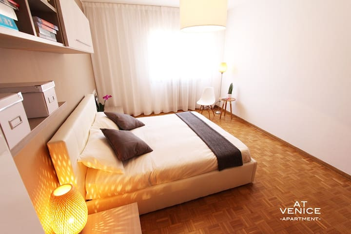 NEW! Design Room 10 min from Venice -3-