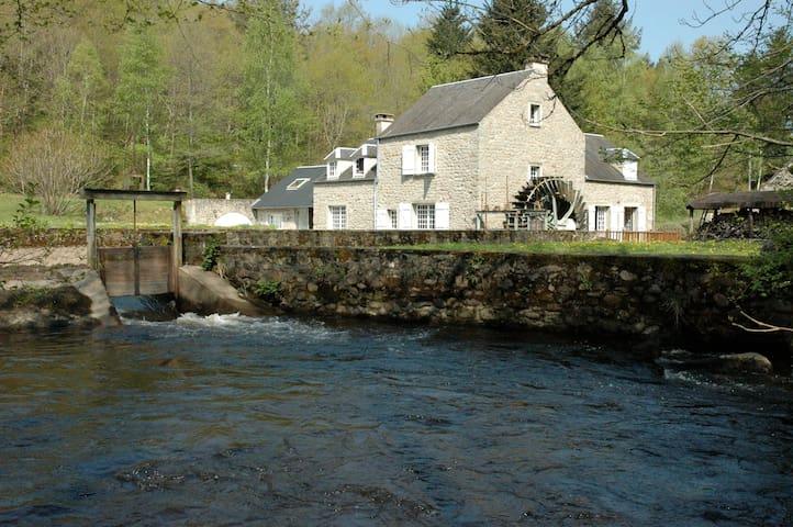Le Moulin de Crottefou, Morvan - Marigny-l'Église - Hus