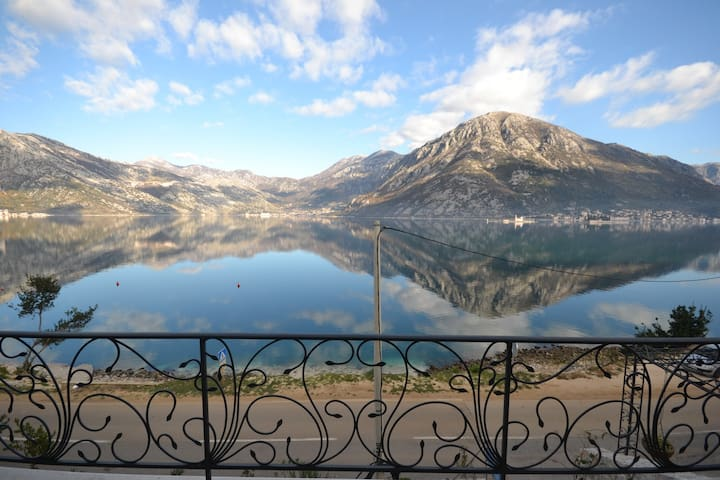 Beautiful and calm place to stay - Kotor  - アパート