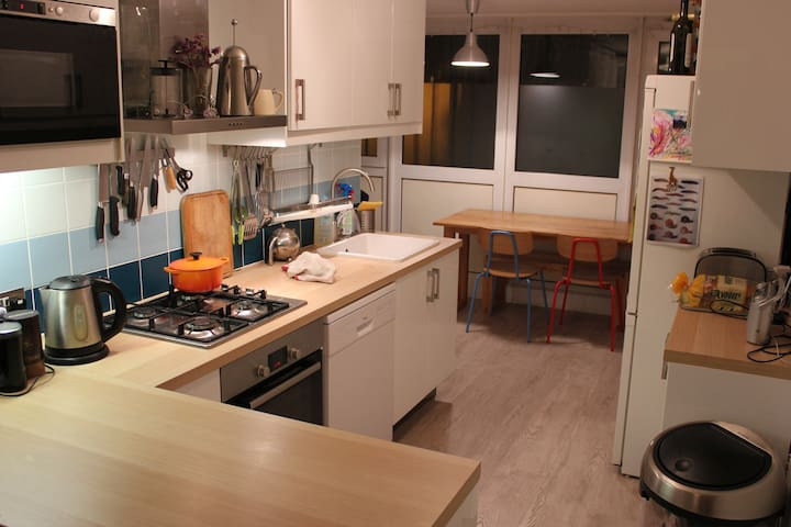 Open plan, well-equipped kitchen/diner