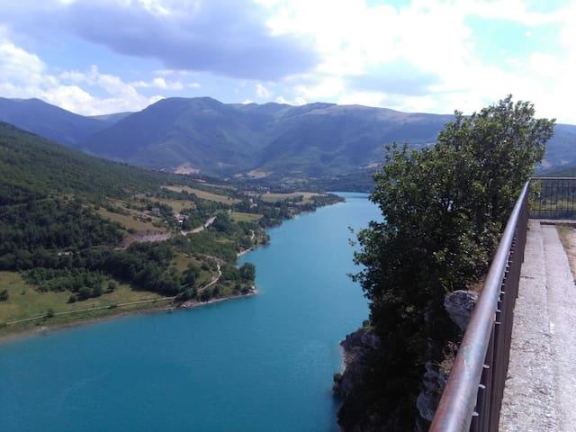 LAGO DI FIASTRA_veduta panoramica