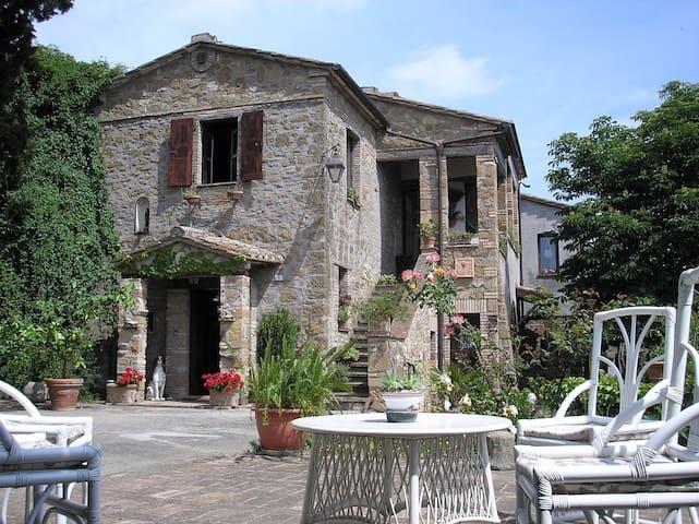 Casale Santa Anatolia - Collevecchio - 家庭式旅館