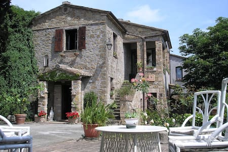 Casale Santa Anatolia - Bed & Breakfast