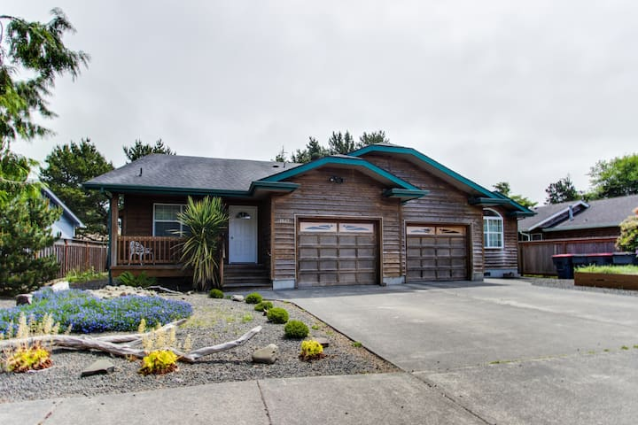 Dog-friendly home with private hot tub - near city park and beach access