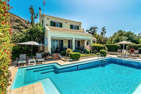 Family Holiday villa with private pool, Chania
