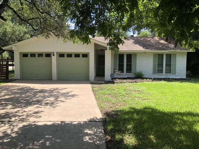 ATX Amazing House with Big Backyard (Full House)