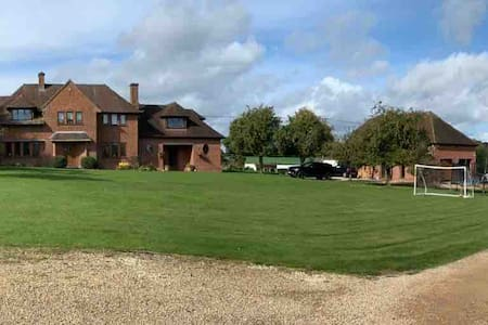 High Spec Annex, Country House, SP11
