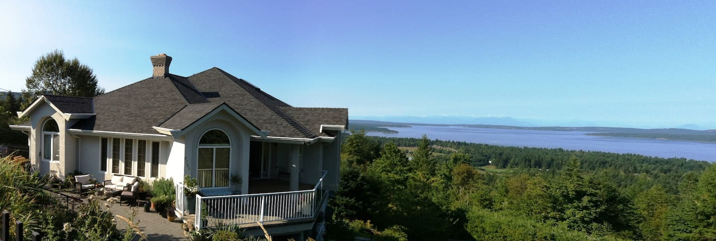 Panorama B&B Ocean Room - Chemainus - Bed & Breakfast
