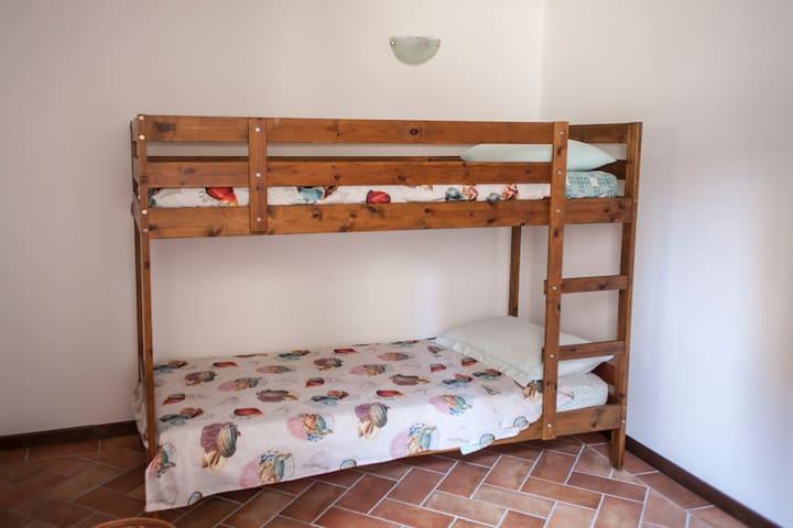 the second bedroom - la seconda camera da letto
