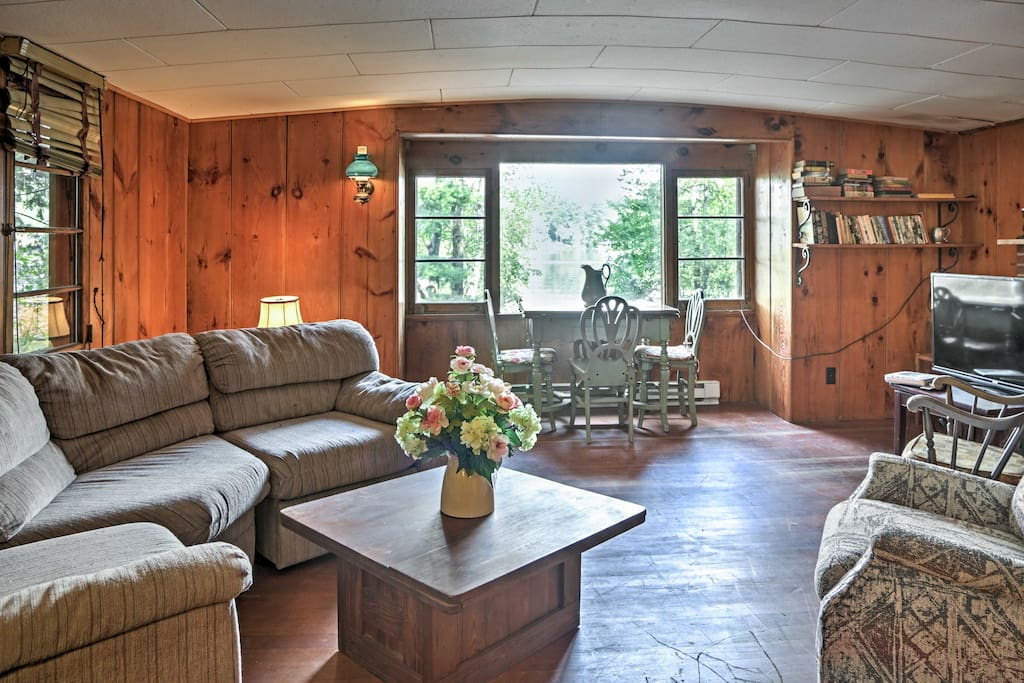 Unobstructed lake views welcome 2 guests to a lakeside home-away-from-home.