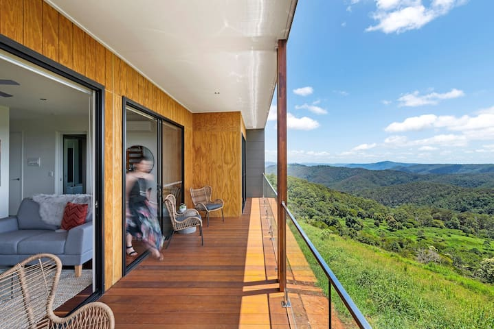 THE RIDGE AT MALENY One Bedroom Luxury Cabin 4