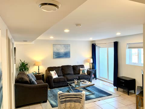 Roomy Hamptons Apartment  with Pool- Pet friendly!