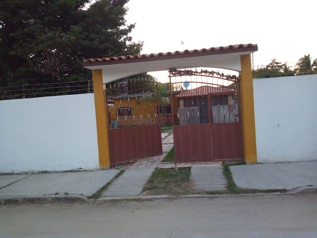 La Casa De León