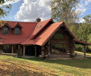 Authentic Cabin w/Hot Tub, Pool Table, Fishing ++