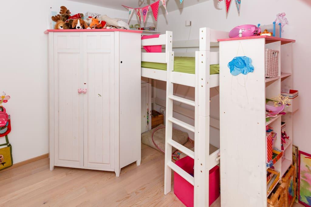 Kinderzimmmer mit Hochbett