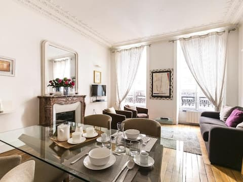 Magnificent 2bdr in the heart of Marais 82100