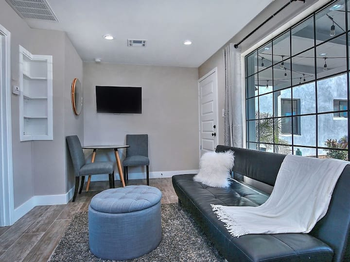 Private Casita in Historic Melrose Dist., Access to the Huge Backyard!