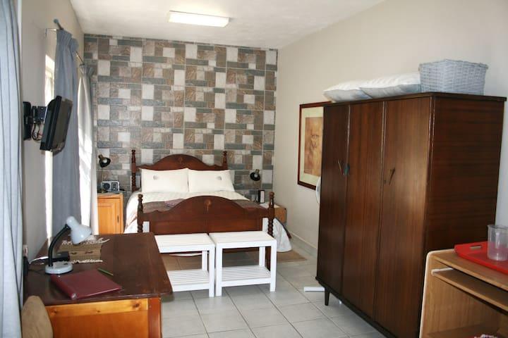Okapi Place Garden Room, Monument Park/Waterkloof2