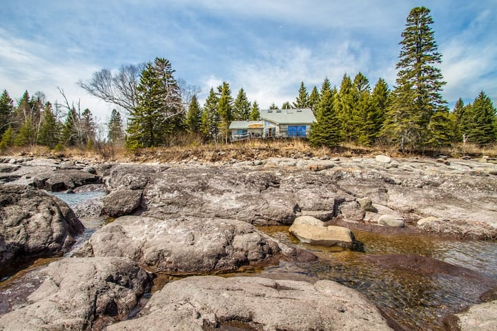 Morning Light Cabin is a great place to daydream and relax by the shores of Lake Superior