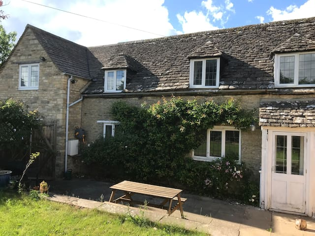 B&B in beautiful annex on outskirts of Cirencester