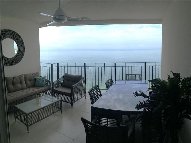 Beachfront Condo with Ocean Views, Sparkling Pools and Fitness Center