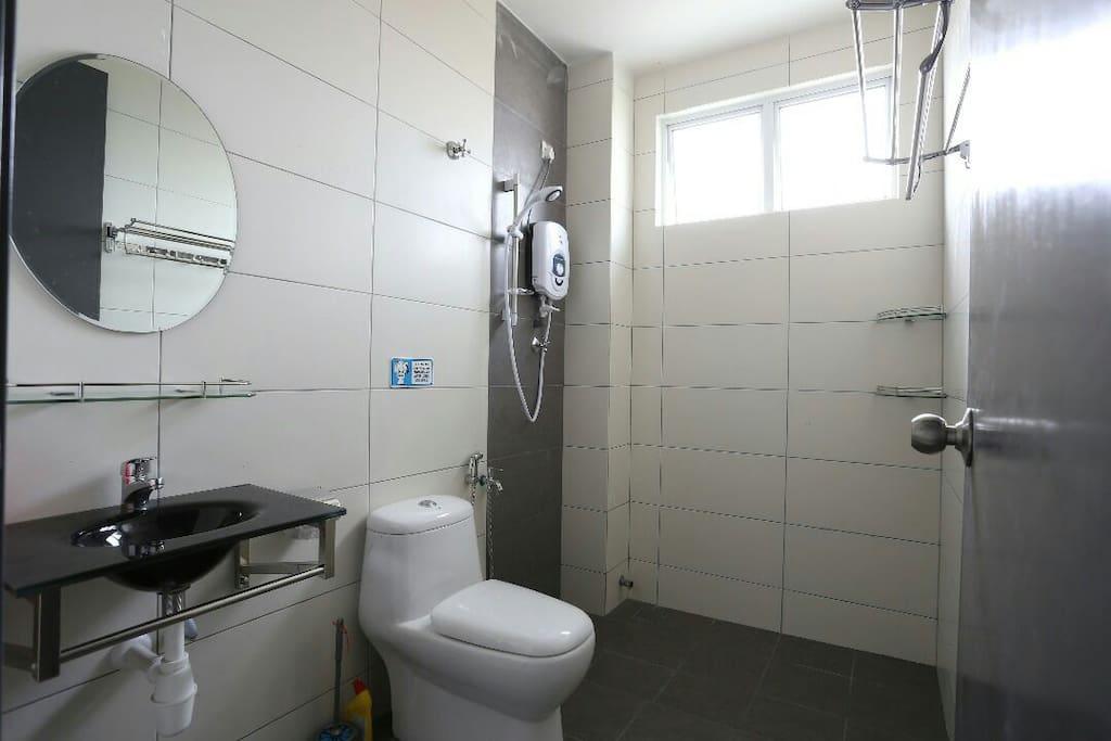 厕所有熱水器
