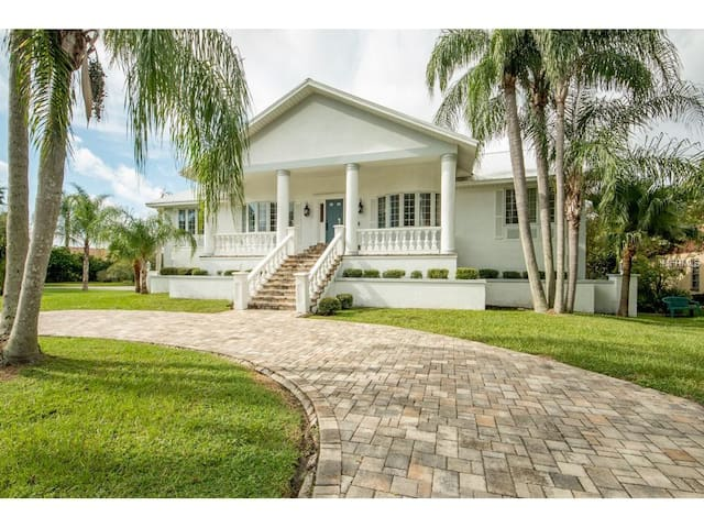 North Tampa Bay Beautiful Modern Home on Marina. - New Port Richey - House