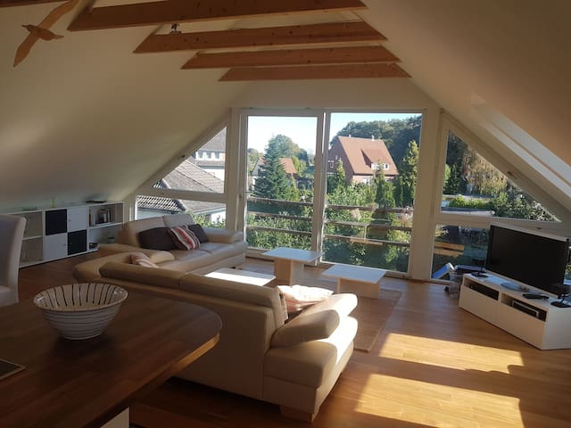 Moderne Dachgeschosswohnung in ruhiger Lage