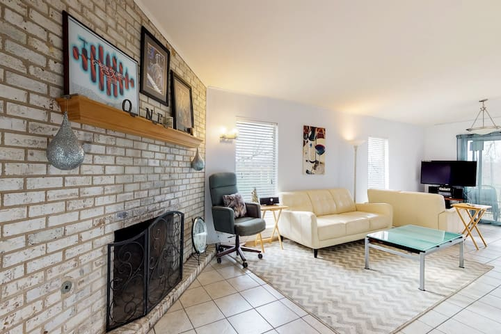 Entire home steps away from Barton Springs Pool and Zilker Park!