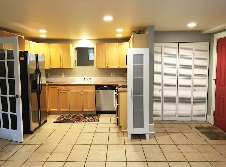 Full kitchen with all major appliances