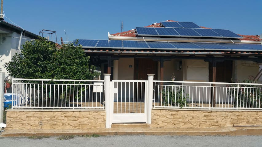 Μονοκατοικία με αυλή