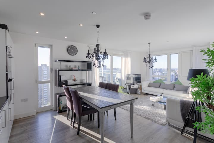 Stunning 3 Bedroom Apartment - Exceptional Views!