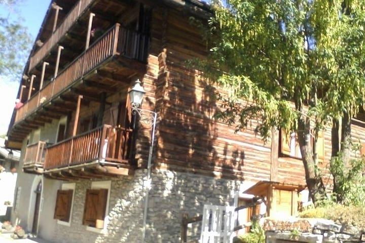 Baita d'epoca soleggiata nel cuore delle Alpi - Sauze di Cesana - Wohnung