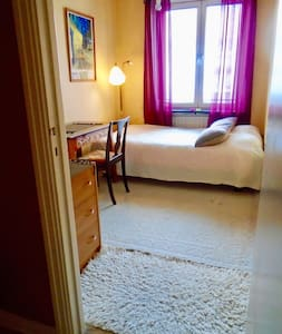 Room 5 min by tram to Central Station, Gothenburg
