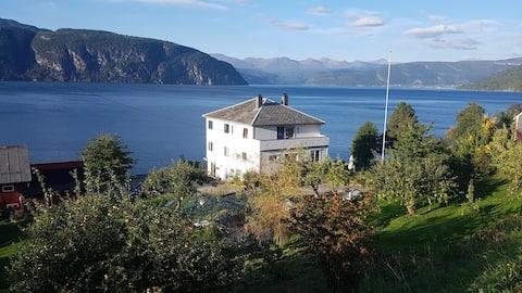 Casa muy querida junto al fiordo