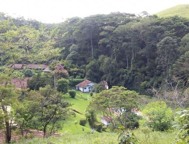 Charmosa casa na Fazenda