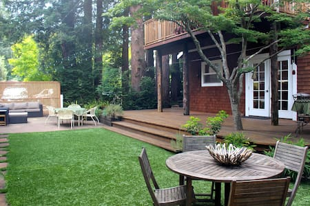 Private Redwood Grove Retreat in Downtown Larkspur - 라크스퍼(Larkspur)