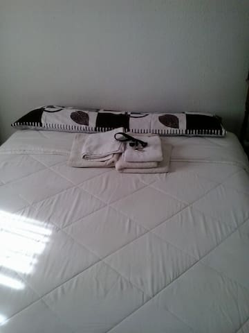 DOUBLE ROOM MADRID CLOSE TO METRO SIMANCAS - Madrid - Condominium