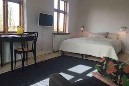 Landlig idyl nær Aarhus-Bed & Kitchen - Hadsten