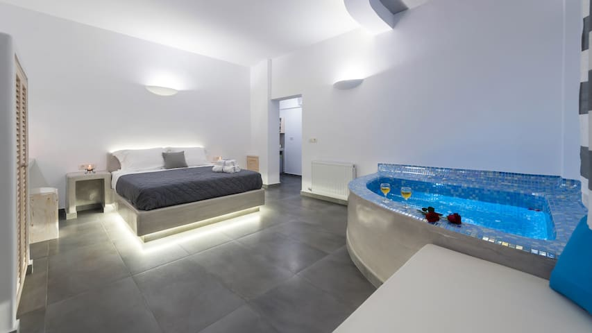 shining star suite(fira center) - Thira - Hus