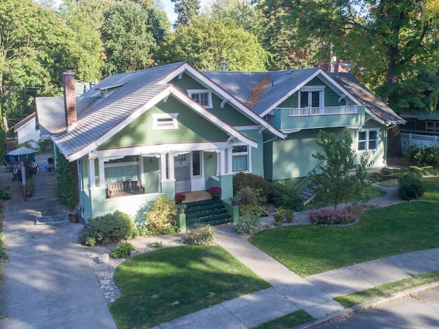 Casa Verde-beautiful Craftsman in the heart of CDA