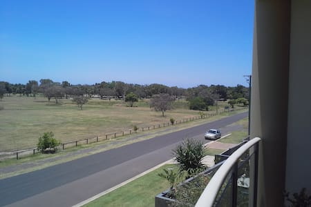 Stunning View/ Stunning Apartment - Bargara - Apartment