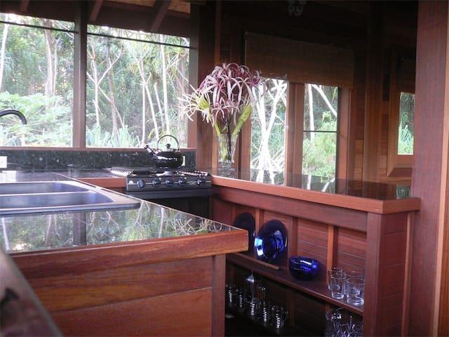 Peaceful Balinese Teak Cottage - Pāhoa - House