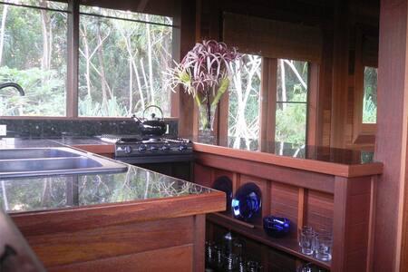 Peaceful Balinese Teak Cottage - Pāhoa - Hus