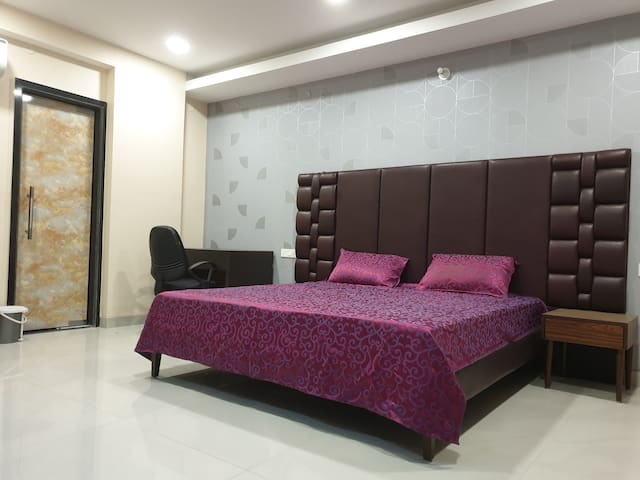 USTAY - 6 BHK - Marriage /Party Terrace Penthouse